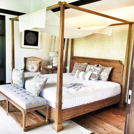 Danburite canopy bedroom BDR CANO 0001